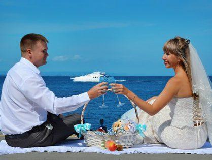 Kto się decyduje na oryginalne fotografie ślubne?