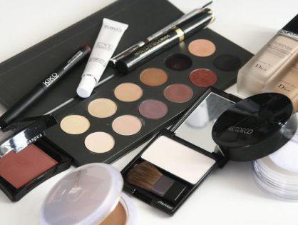 Zakupy kosmetyków w sklepie internetowym